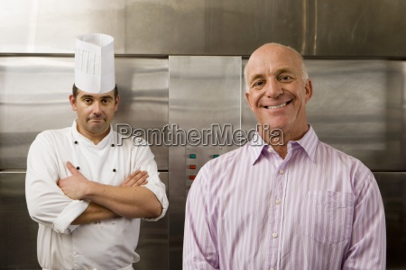 cocinero de sexo masculino y el