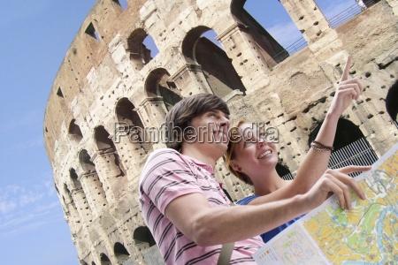 turismo pareja de mapa