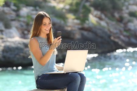 mujer telefono portatil computadoras computadora ordenador