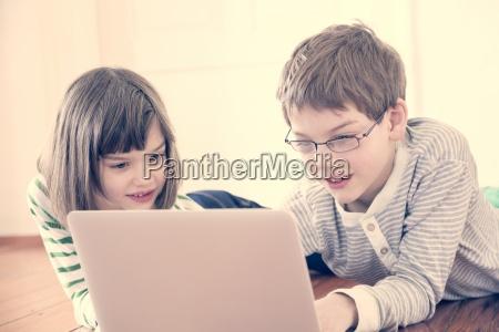 personas gente hombre portatil computadoras computadora
