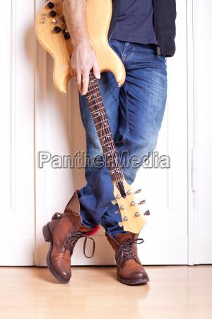 musica puerta guitarra artista casual instrumentos