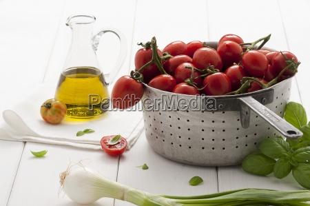 naturaleza muerta interior vegetal cebolla aceite