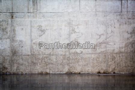 muro de hormigon desnudo sucio y