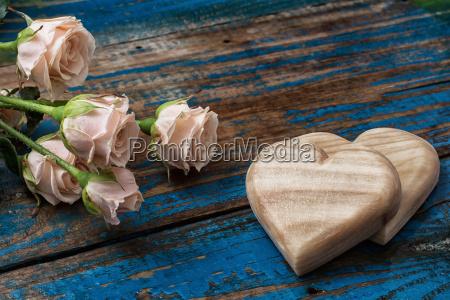 corazones de madera hechos a mano