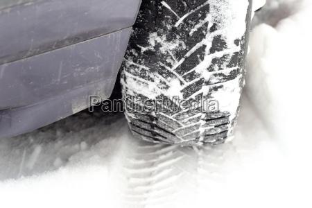 pista de neumaticos en invierno