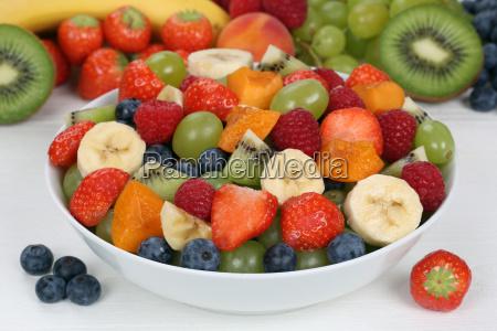 ensalada de frutas con fruta en
