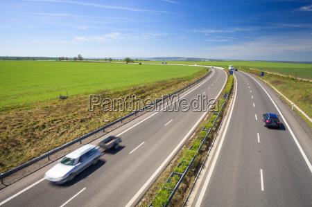 trafico de la carretera en un