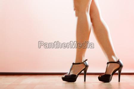 zapatos de tacon alto en las