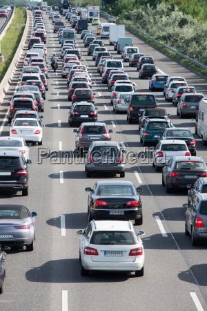atasco de trafico de coche en
