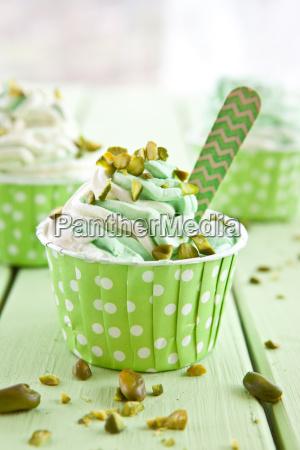 yogurt con pistachos frescos