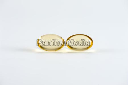 capsulas de vitaminas y capsulas omega