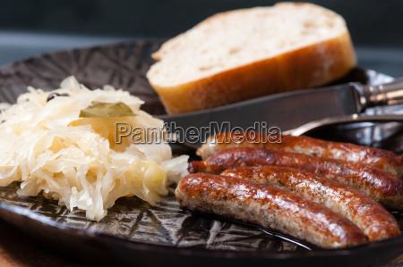 pan nuremberg mostaza chucrut comer comiendo