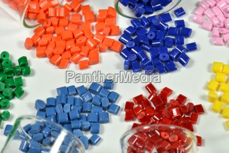 prueba de granulos de plastico tenyido