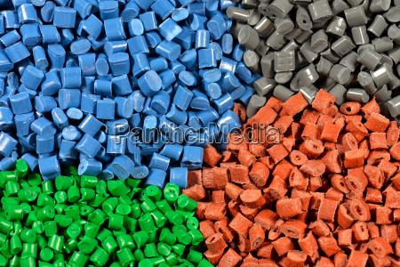 varios granulos de plastico tetados