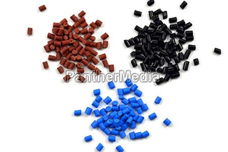 granulos de plastico de color diferente
