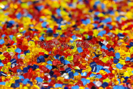 granulos de plastico temitados de manera