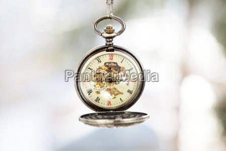 de cerca en el reloj de