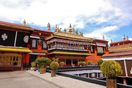 templo de jokhang en lhasa tibet