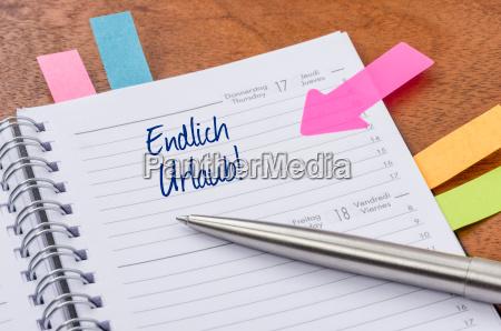 calendario con pegatina de nota