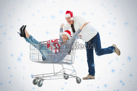 pareja madura festiva en ropa de