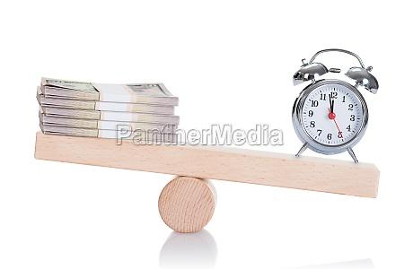 vaekkeur og dollar bundles balancing on