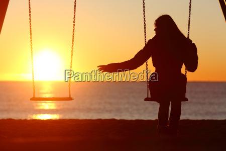 mujer soltera o divorciada solo falta