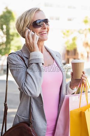 mujer telefono risilla sonrisas te movil