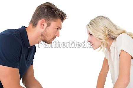 pareja joven que tiene problemas de