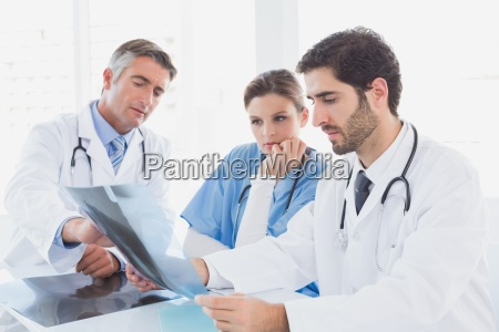 medico mujer medicinal femenino masculino caucasico