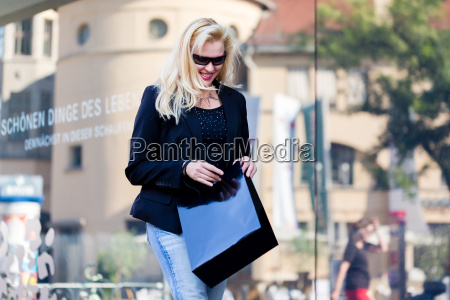 woman shopping in the city center