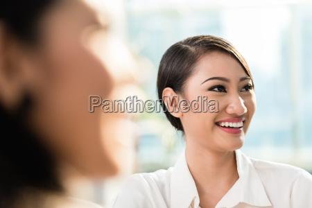 mujer personas gente hombre mujeres moderno