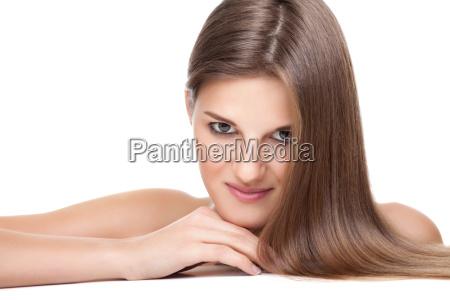 hermosa morena con el pelo largo
