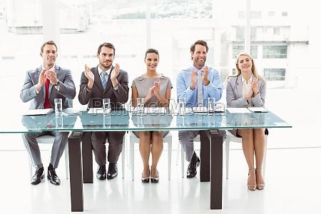 mujer carrera entrevista con exito exitoso
