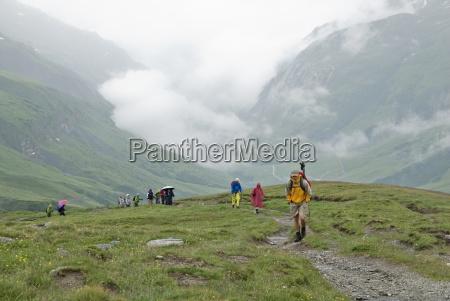 un grupo de excursionistas trek ot