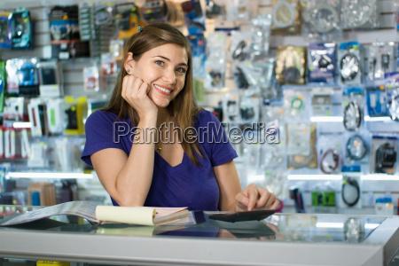 mujer como trabajo computer shop propietario