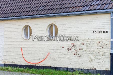 pintadas aerosol smiley
