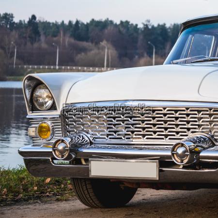 antiguo retro o vintage coche delantero