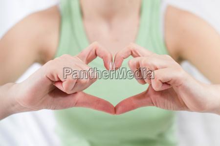 forma del corazon de las manos
