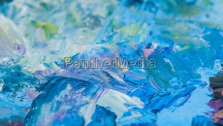 paleta de artistas con pinturas al