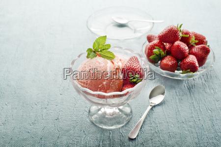 fruta fresa baya helado postre rojo