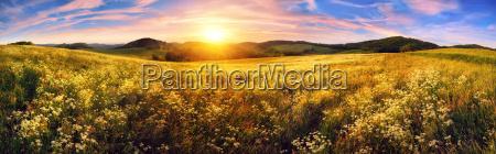 panorama de una colorida puesta de