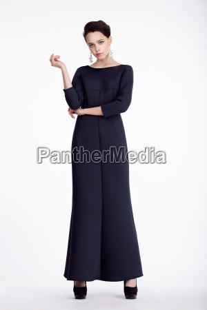 retrato completo de la mujer elegante