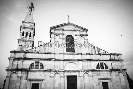el exterior de la iglesia de