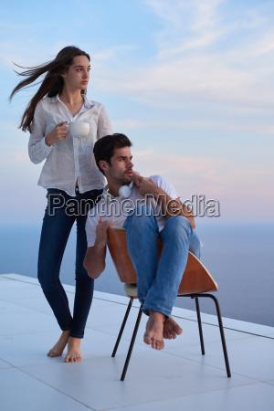 feliz joven pareja romantica divertirse arelax