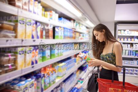 compras de la mujer joven