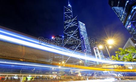 hong kong noche de trafico