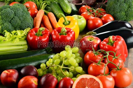 composicion con una variedad de verduras