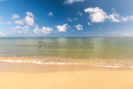 playa en la isla tropical agua