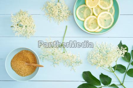 ingredientes para el jarabe de flor