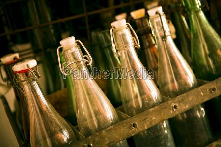 botellas de cerveza viejas en una